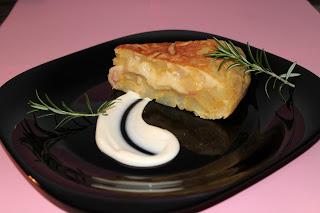 Tortilla de patatas rellena de jamón york y queso