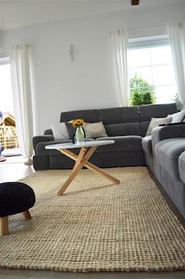 pokój dzienny, dywan sznurkowy, dywan pleciony, styl skandynawski