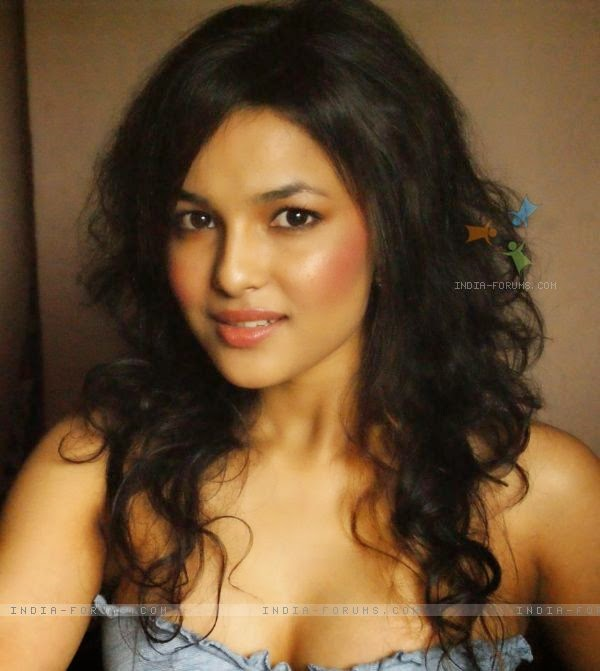 Chitrashi Rawat Filmography, Wallpapers, Pictures, Photo