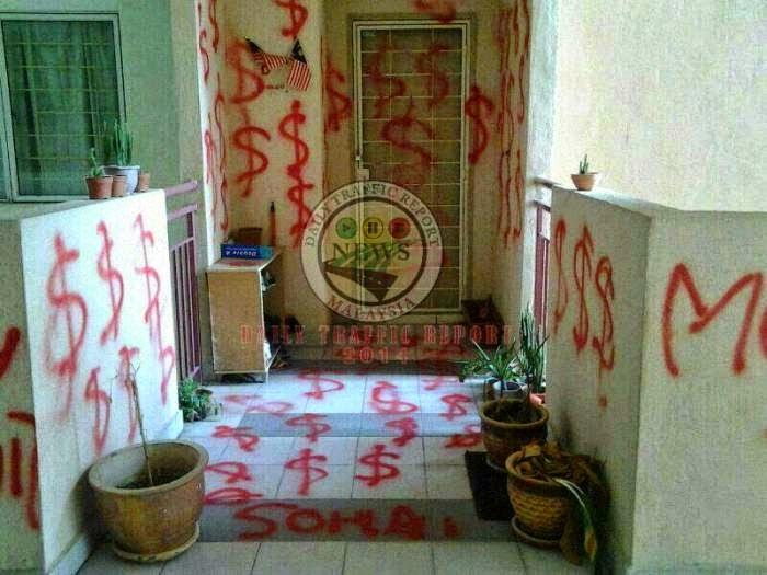 PANAS Rumah Penjawat Awam Disembur Cat Merah 4 Gambar