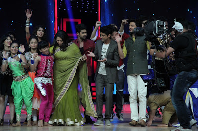 Sonam Kapoor and Farhan Akhtar on the sets of 'India's Dancing Superstars'