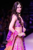 Kriti Sanon latest glamorous raml walk-thumbnail-15