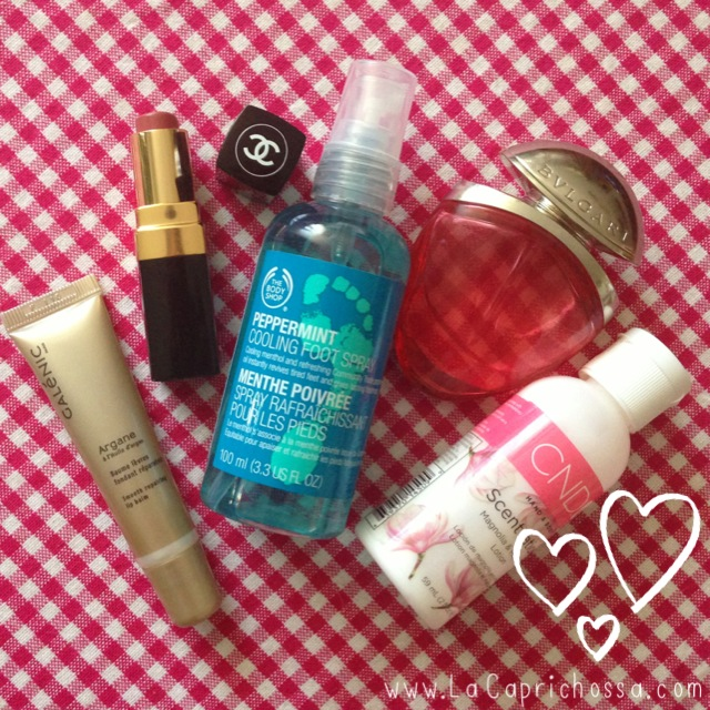lacaprichossa, 5 productos de belleza que siempre llevo bolso, locion cnd, rouge coco, balsamo galenic, spray menta, perfume bulgari, gafas fun&basics