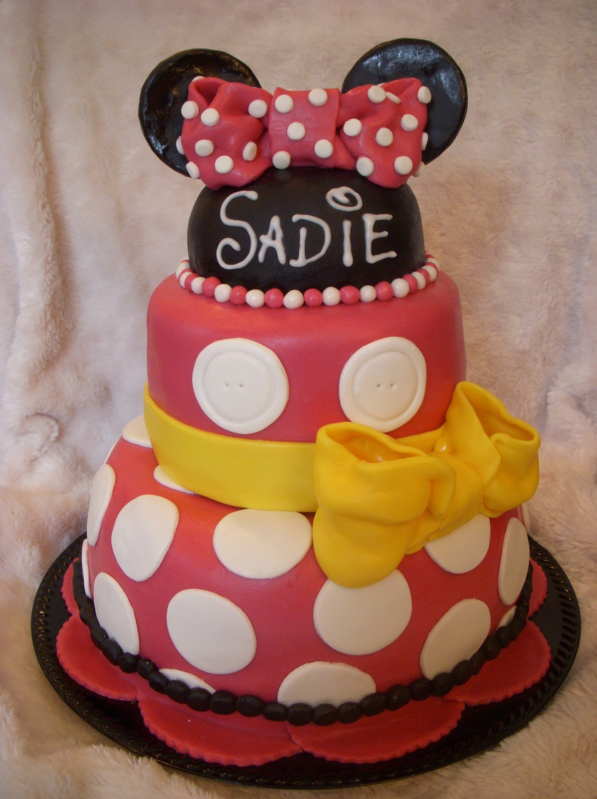 The Sweetest Thing: Minnie Mouse Birthday Cake