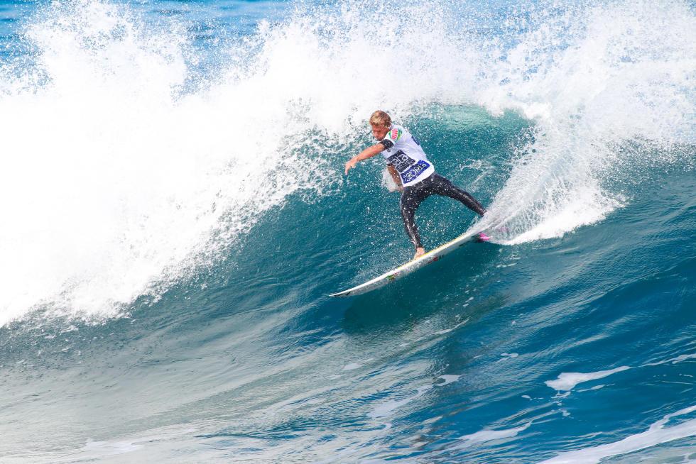 1 Miguel Tudela PER 2015 SATA Azores Pro Foto WSL Laurent Masurel