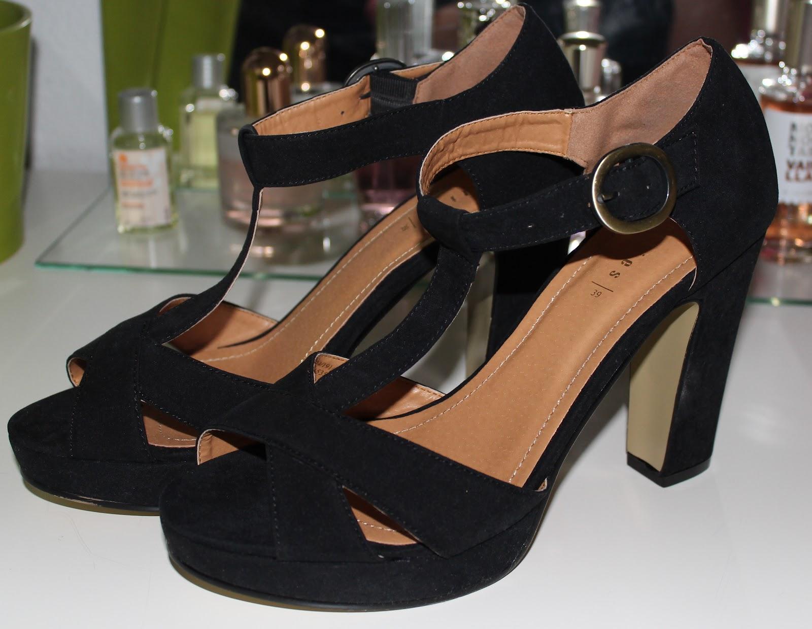 0677f9105cd Y di con la sandalia más o menos que tenía en mente...Unas sandalias negras  de tacón