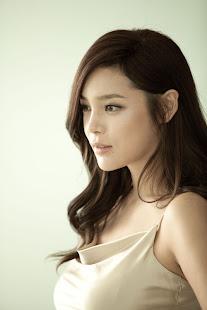 4) Park Shi Yeon