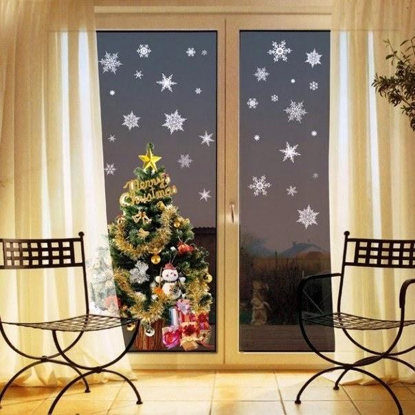 Decoracion De Ventanas Exteriores Para Navidad ~   puertas con lunas pueden ser decoradas con pegatines de copos de nieve