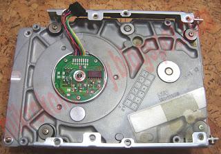 Silnik BLDC z dysku twardego (silnik A) - widok od spodu.
