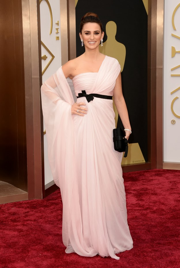 Penelope Cruz in Gambattista Valli at the Oscars