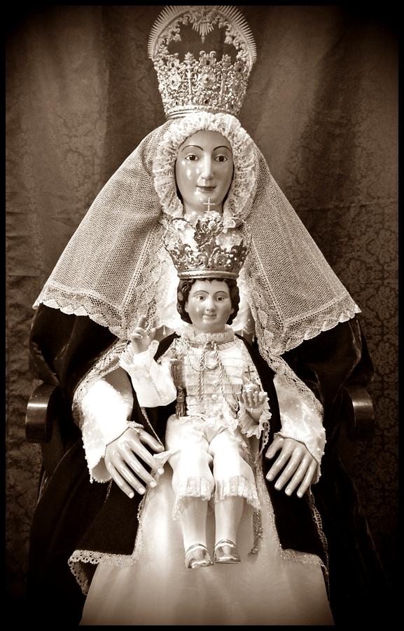 Nuestra se ora de los reyes y ni o jes s de mairena del for Mudanzas virgen de los reyes