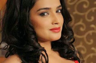 Bhojpuri actress Amrapali Dubey, dinesh lal nirahua 2.jpeg