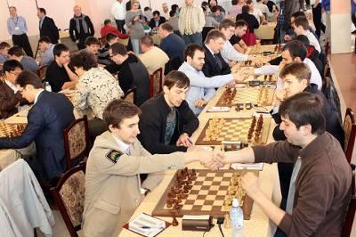 Les leaders Malakhit et Saint Pertersbourg ont annulé ronde 4 © Chessdom
