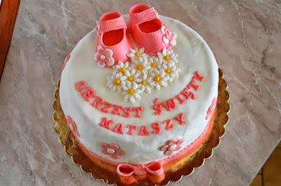Tort z masą cukrową na chrzciny