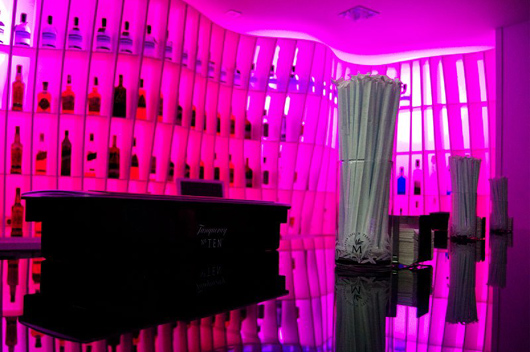 Marzua insense dise a la iluminaci n interior del london - Iluminacion de bares ...