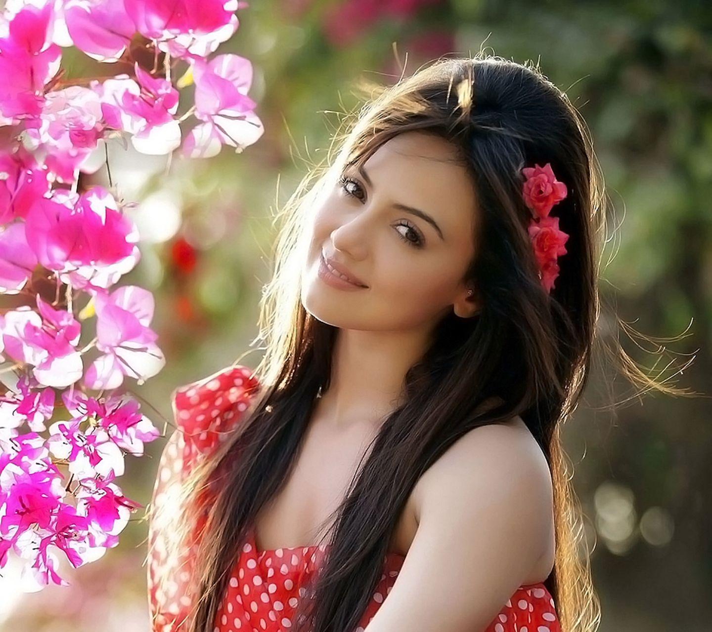 http://1.bp.blogspot.com/-NCg9bw07vPE/UMxoaYWgOoI/AAAAAAAABek/k864fOrJy7o/s1600/pretty_sana_khan_wallpaper.jpg