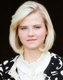 Elizabeth Smart shows off her new husband and new ring