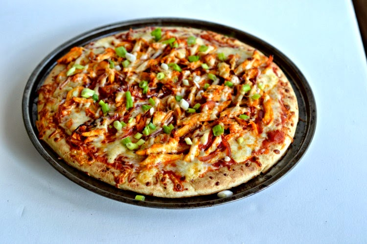 Buffalo Chicken Pizza #WeekdaySupper #FamilyDinnerTable - Hezzi-D's ...