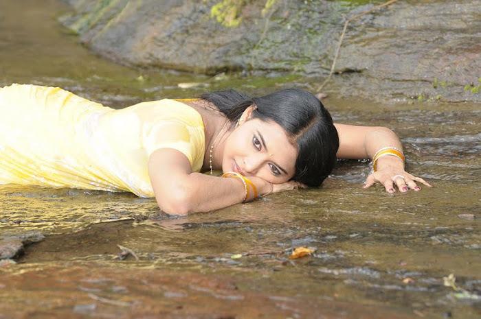 kadhalai kadhalikkiren movie anjali joyi saree