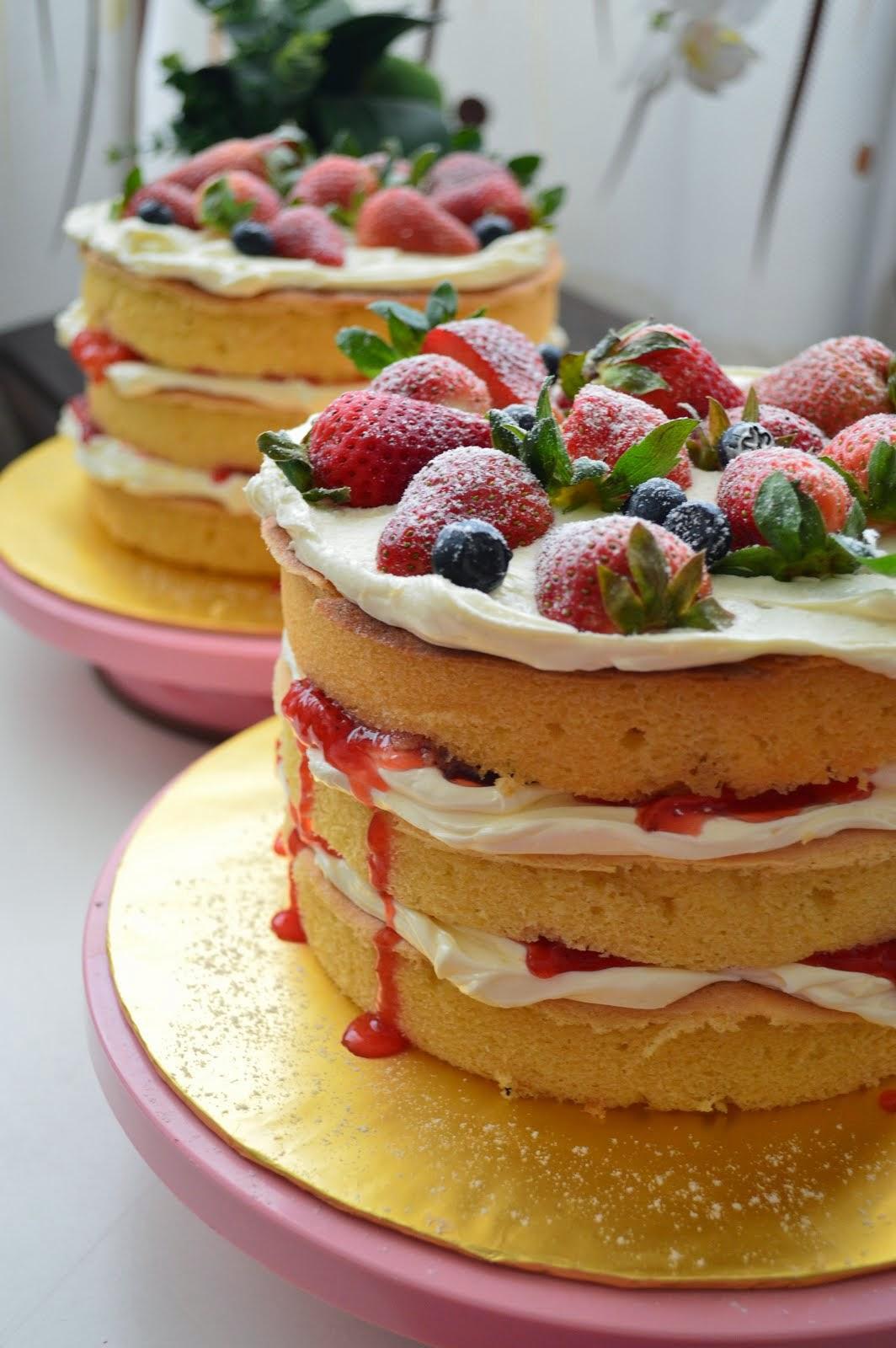 VICTORIA SANDWIC CAKE