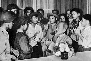 Ai yêu Bác Hồ Chí Minh hơn chúng em nhi đồng