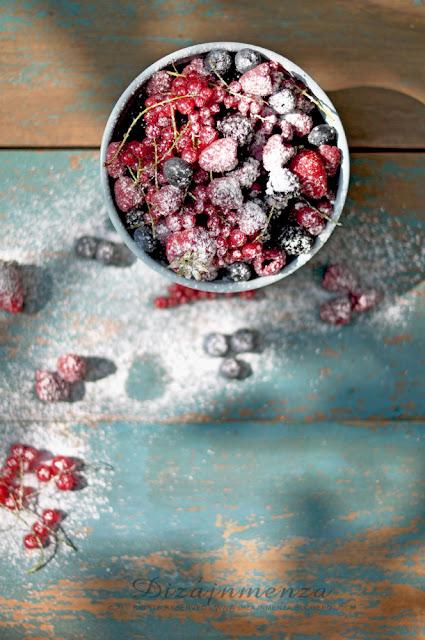 Bazsalikomos-mozzarellás panna cotta balzsamecetes erdei gyümölcsökkel