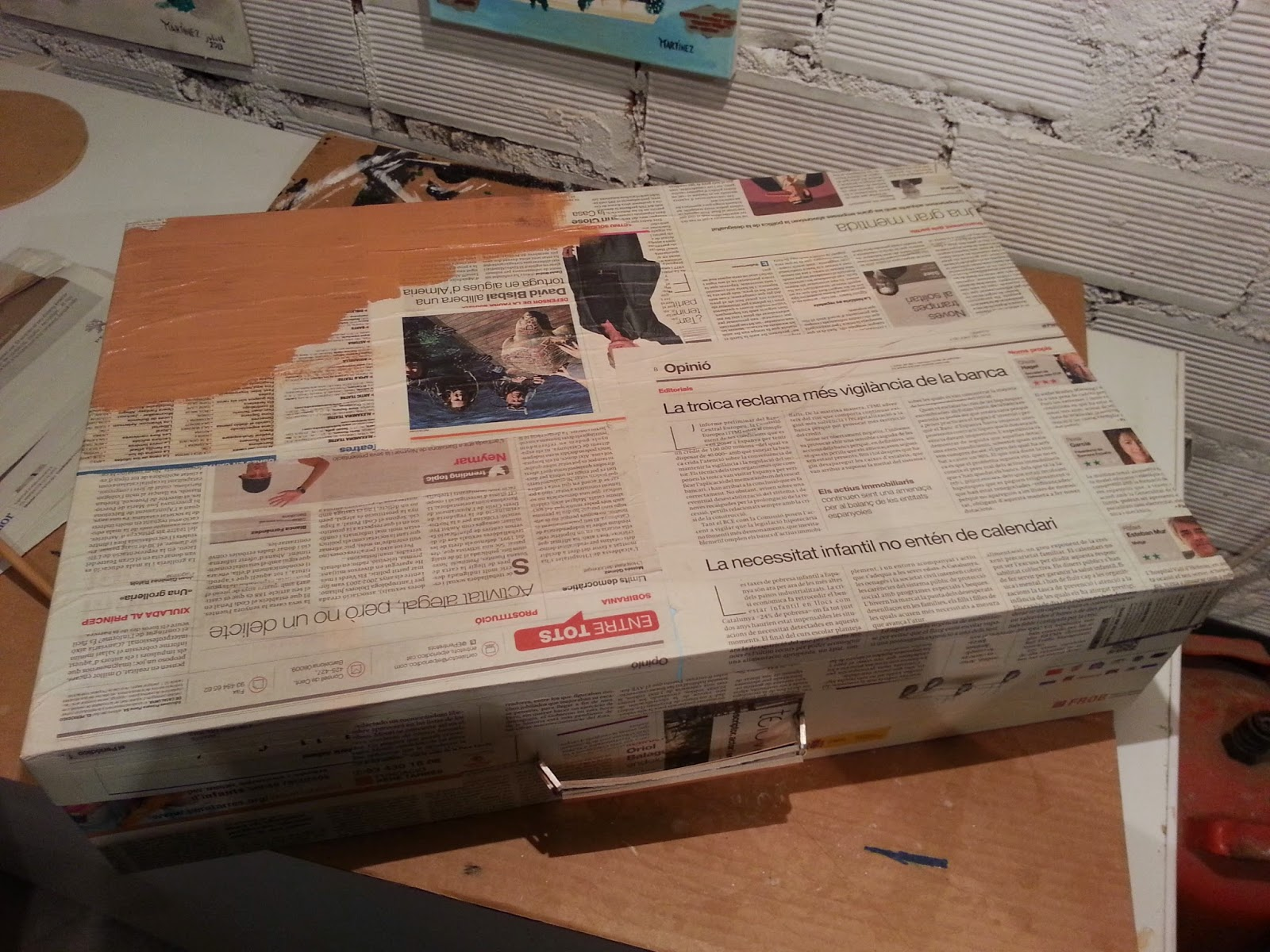 Maleta de cartón, DIY, escaparate, escaparatismo