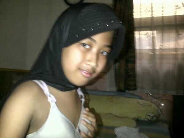 Anak Jilbab melayu bogel.com