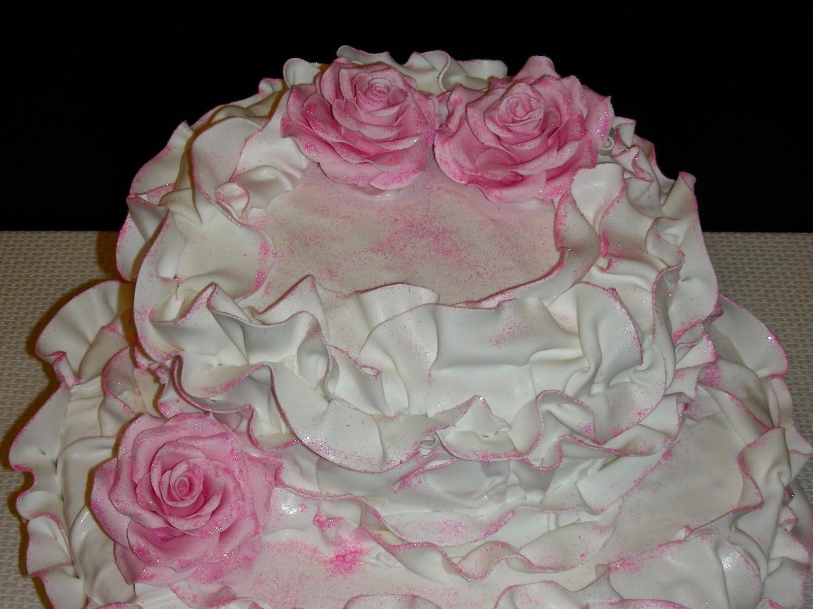 GATEAUX DALINE: Gâteau de mariage décoré avec des roses en pâte ...