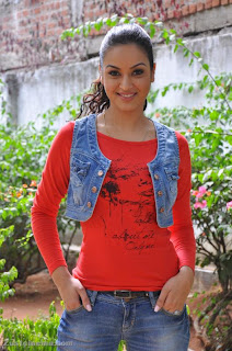 Maryam_Zakaria_Hot_photo_Stills+_Arjuna_Press_meet+%2810%29.jpg
