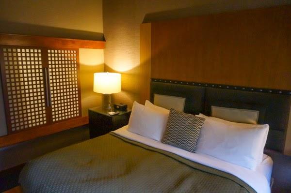 salish lodge hotel room bed