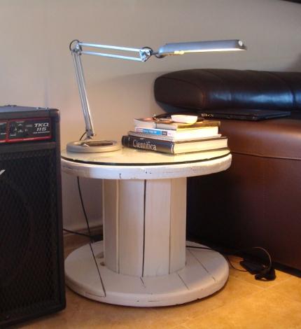 Hacer una mesa con una bobina de madera - Mesitas de noche recicladas ...