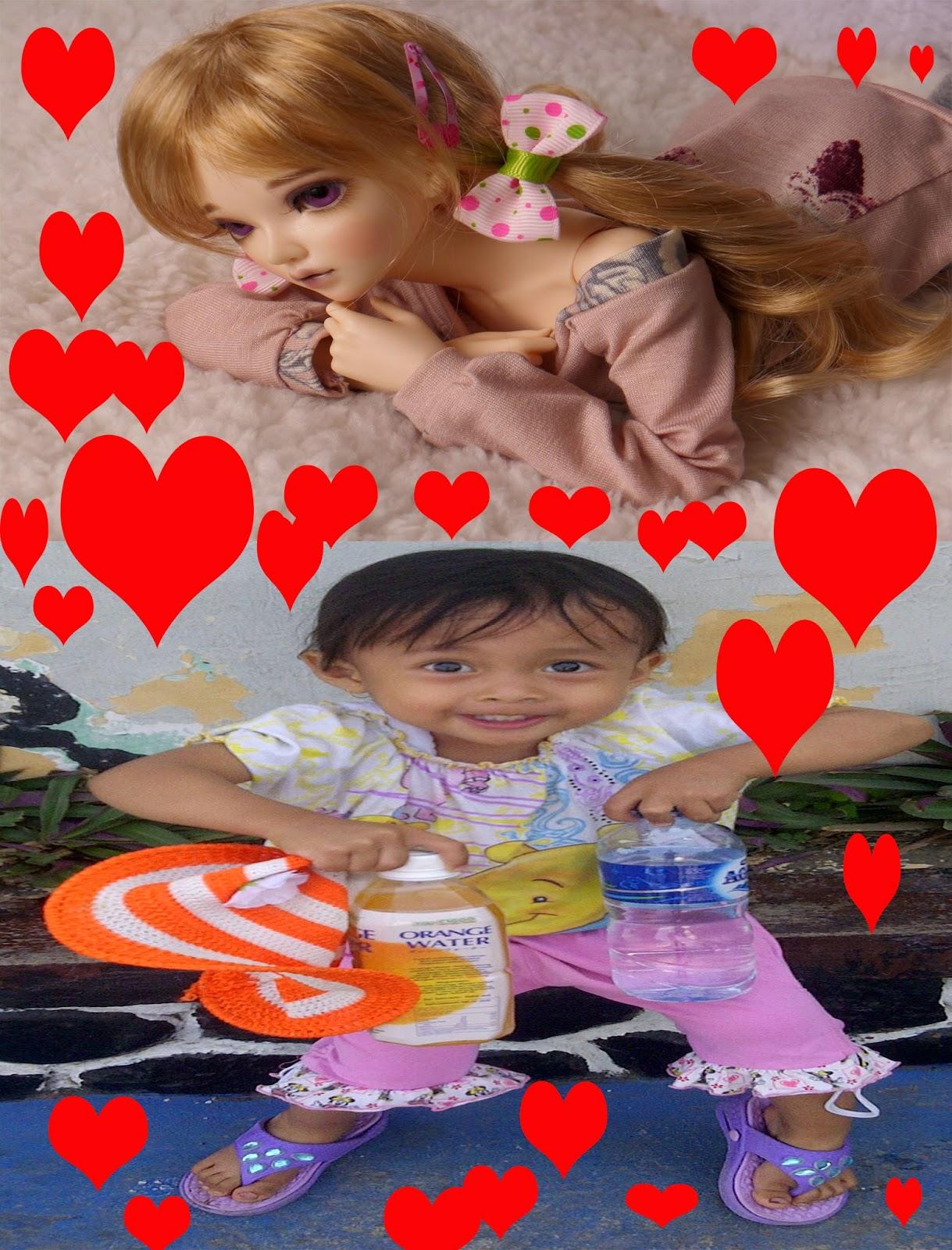 anak perempuan mengidolakan boneka barbie