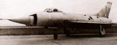 На экспериментальном Т49 испытывались боковые секторные воздухозаборники двигателя