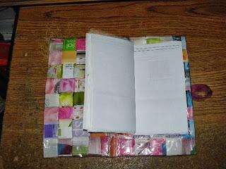 libreta pequeña con técnica de entrelazado de papel y forrado en vinílico