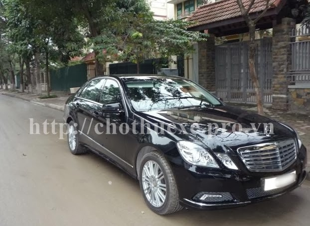 Cho thuê xe Mercedes E300 VIP tại Hà Nội