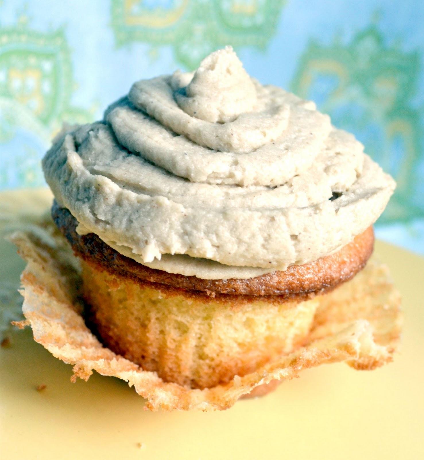 What Katie's Baking: Vanilla Cupcakes with White Chocolate ...