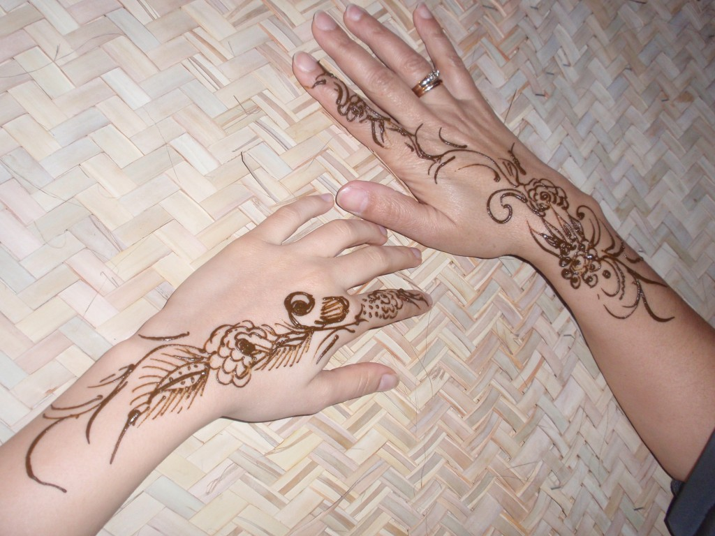 http://1.bp.blogspot.com/-NEWyHVsIzmA/TnXwT_XBBeI/AAAAAAAADN4/Y3EOvN_dThM/s1600/Mehndi-Henna-Tattoos-2011-28-1024x768.jpg