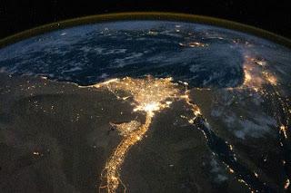 شاهد مصر كما تبدو من الفضاء ليلاً: حوض النيل الذي لا ينام!