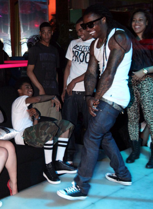 0af8e021d37eb1 Lil Wayne En Tha Realm Of Madness  KICKS ON CELEBS  June 4th - Drake .