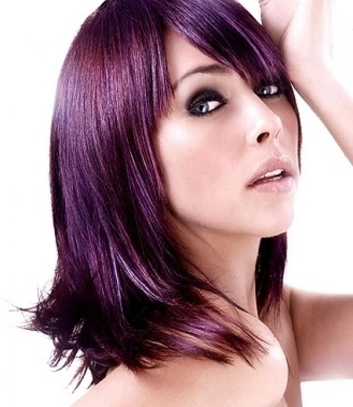 coupe de cheveux court femme - Coloration Cheveux Aubergine