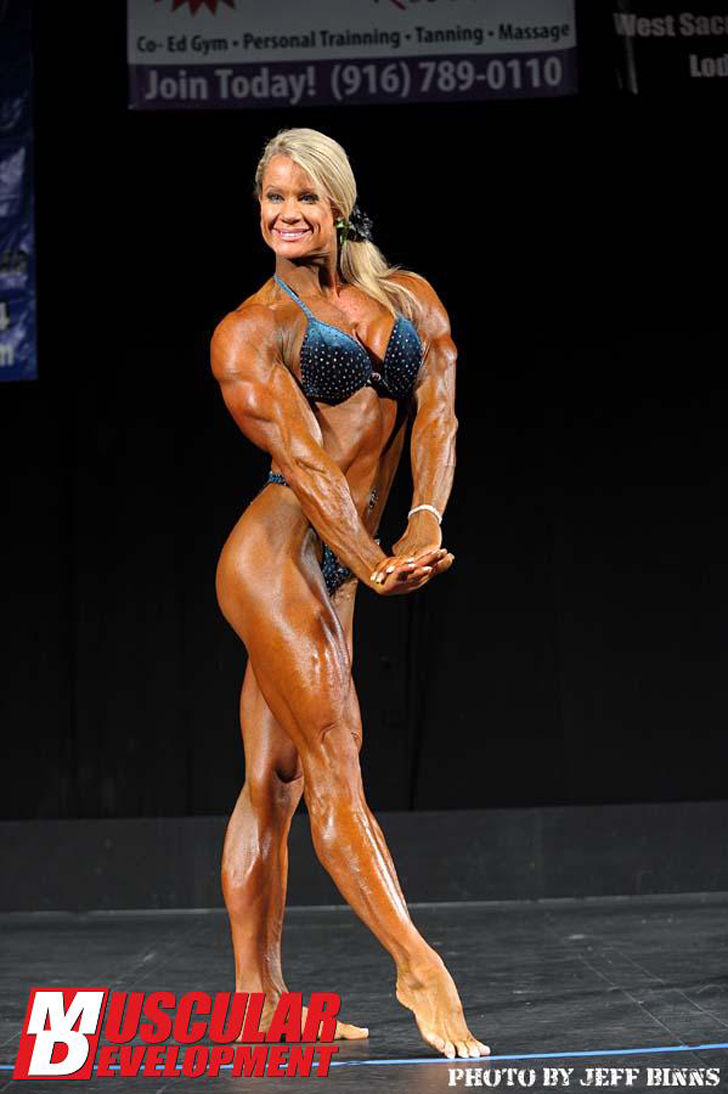 Lisa Giesbrecht Flexing Her Shredded Physique At The 2012 California Governor's Pro Cup