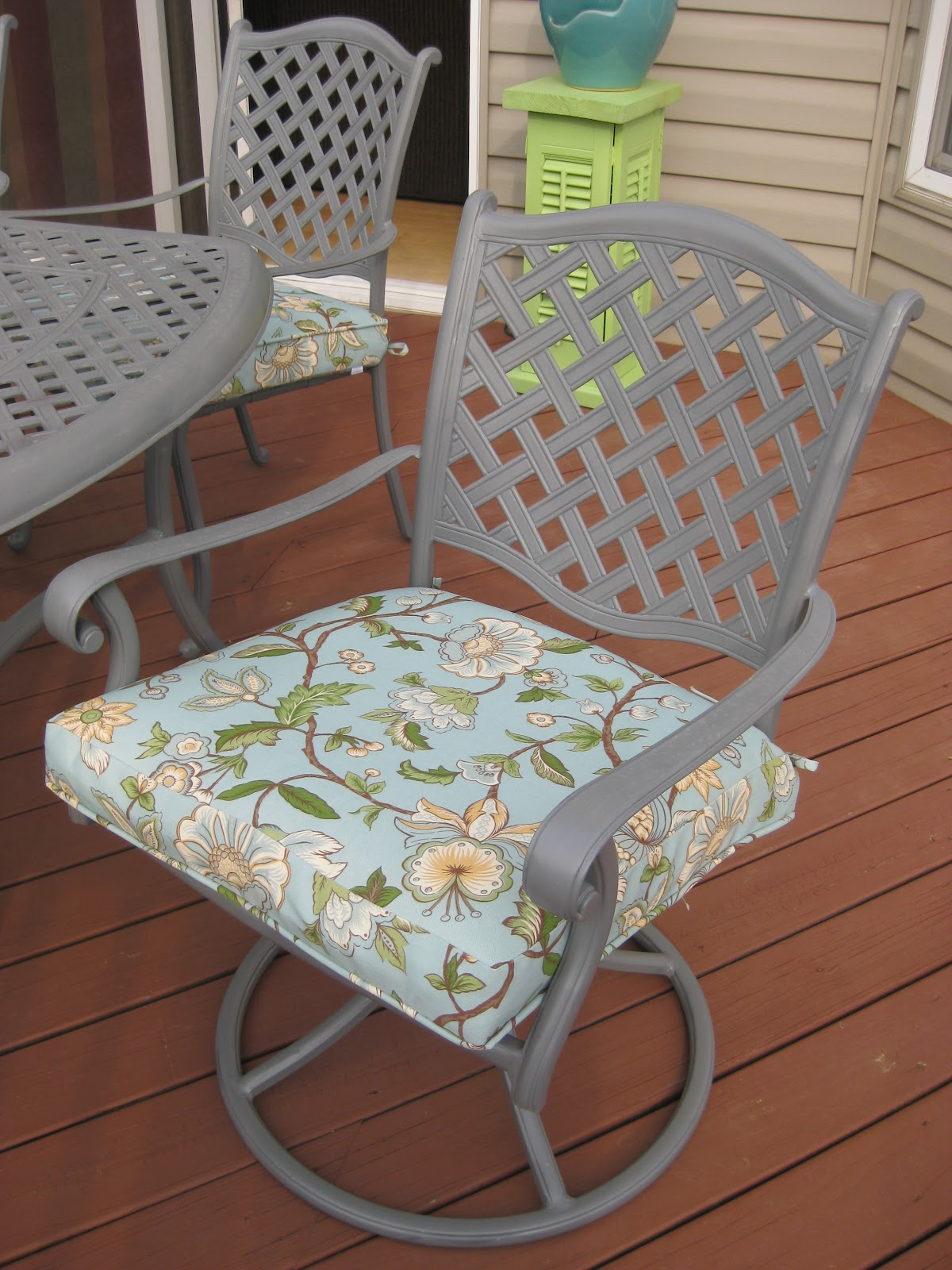 Our Pinteresting Family Patio Furniture redo using Spray Paint by