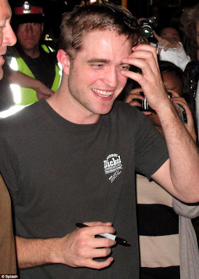 Robert Pattinson Debuts Half-Shaved Haircut