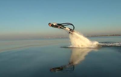 Jetpack yang jadikan manusia seperti ikan lumba