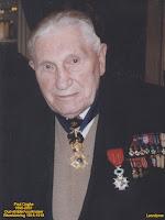 Paul Ooghe met zijn militaire eretekens