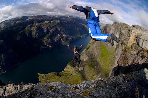 É isto que acontece quando um salto BASE corre totalmente errado