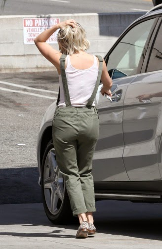 Street Style JULIANNE HOUGH at
