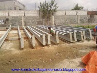 membangun gudang