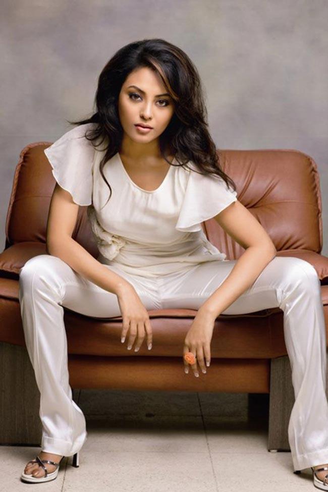 Meenakshi Unseen Spicy Photoshoot   Tamil Actor News